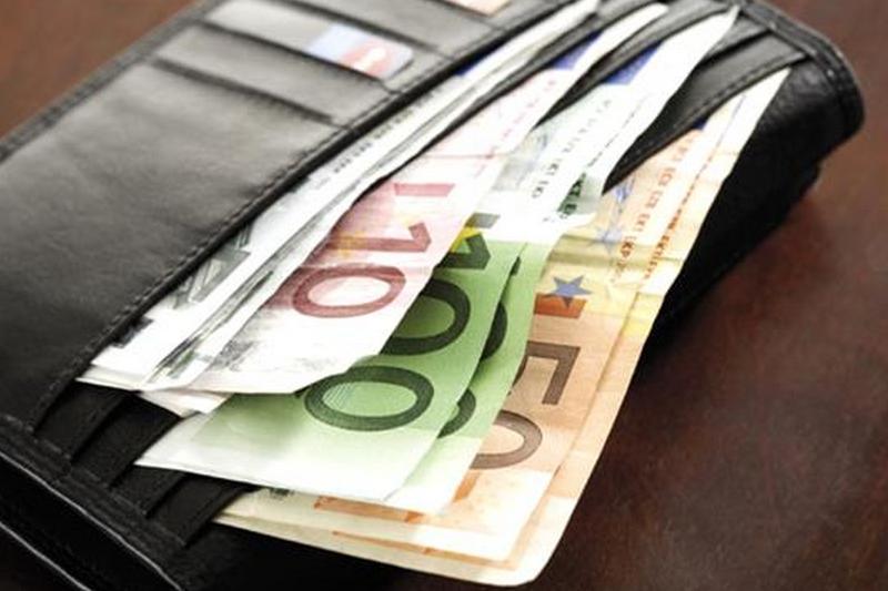 Portofel plin cu bani, găsit și predat polițiștilor la Craiova. Ce sumă se afla în interior