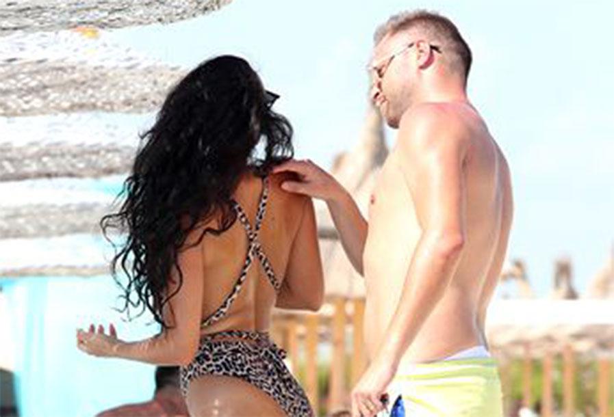 Soția lui Cristian Pulhac a bulversat plaja cu trupul ei! Oamenii au crezut că nu văd bine