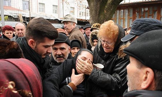 A lesinat cand l-a vazut in sicriu! Imagini socante azi in lumea muzicii din Romania!