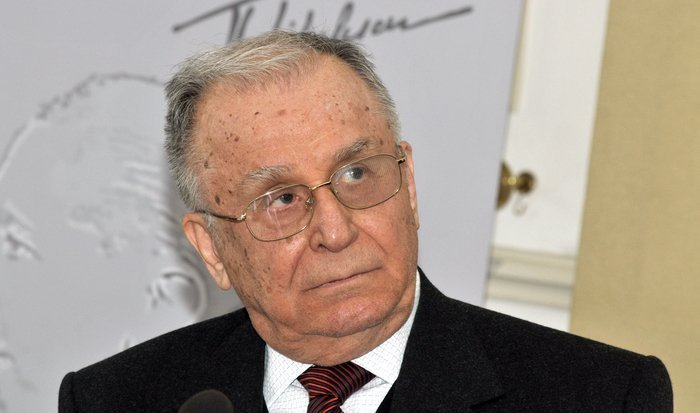 LAST TIME! Ion Iliescu collapsed