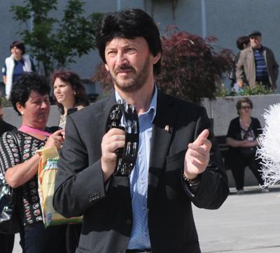 """Jale în Moldova. Vasluienii se roagă pentru viața profesorului Romeo Tălmaciu: """"Doamne, mai fă o minune!"""""""