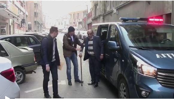 Pian a ajuns în baston la Poliție, pentru a-i impresiona pe oamenii legii