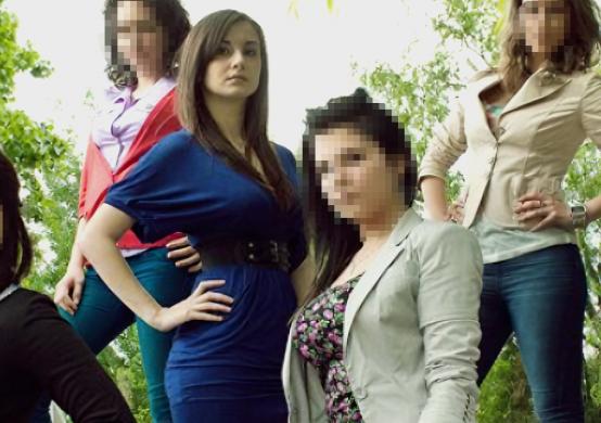 Irina, în vremea liceului, alături de colegi (Foto: Libertatea)