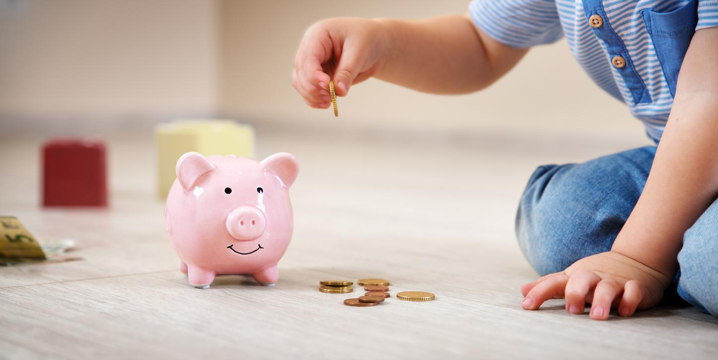 Megszavazták: jövő évtől nő a gyermekpénz – nézze meg, mennyivel