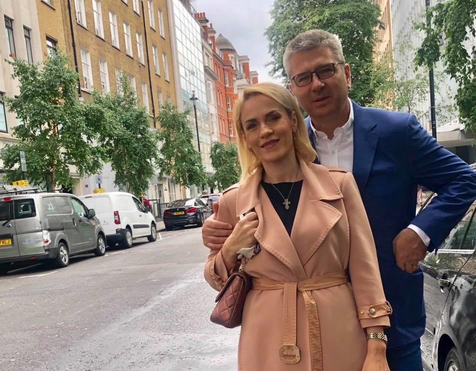 Gabriela Firea și soțul ei, Florentin Pandele, în timpul vizitei în Londra, unde primarul general al Bucureștiului a mers să își facă un control medical. Sursa foto: Facebook