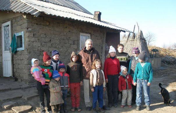 Fiica cea mare a românului care trăiește cu două surori a rupt tăcerea. E neașteptat ce a spus despre tatăl ei, George Chirilă