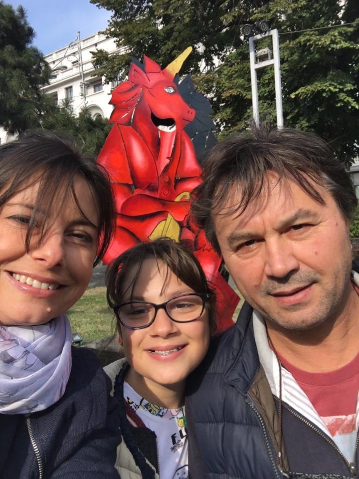 Livia Dilă, fiica ei și Puiu Nechita. Sursa foto: Facebook