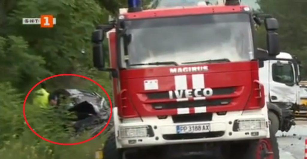 Doi români au murit pe loc, după ce mașina în care se aflau a fost implicată într-un accident rutier cumplit, produs în Bulgaria.