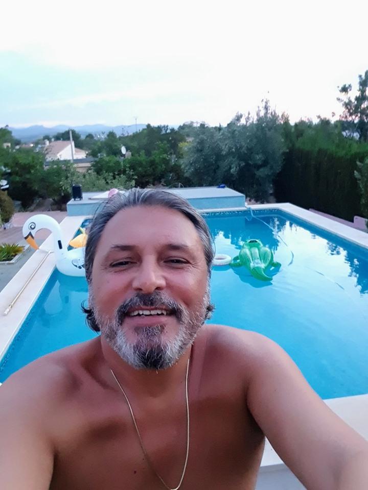 Cornel Galeș a răbufnit. Ce face văduvul Ilenei Ciuculete în Spania şi cine e, de fapt, fata din piscină