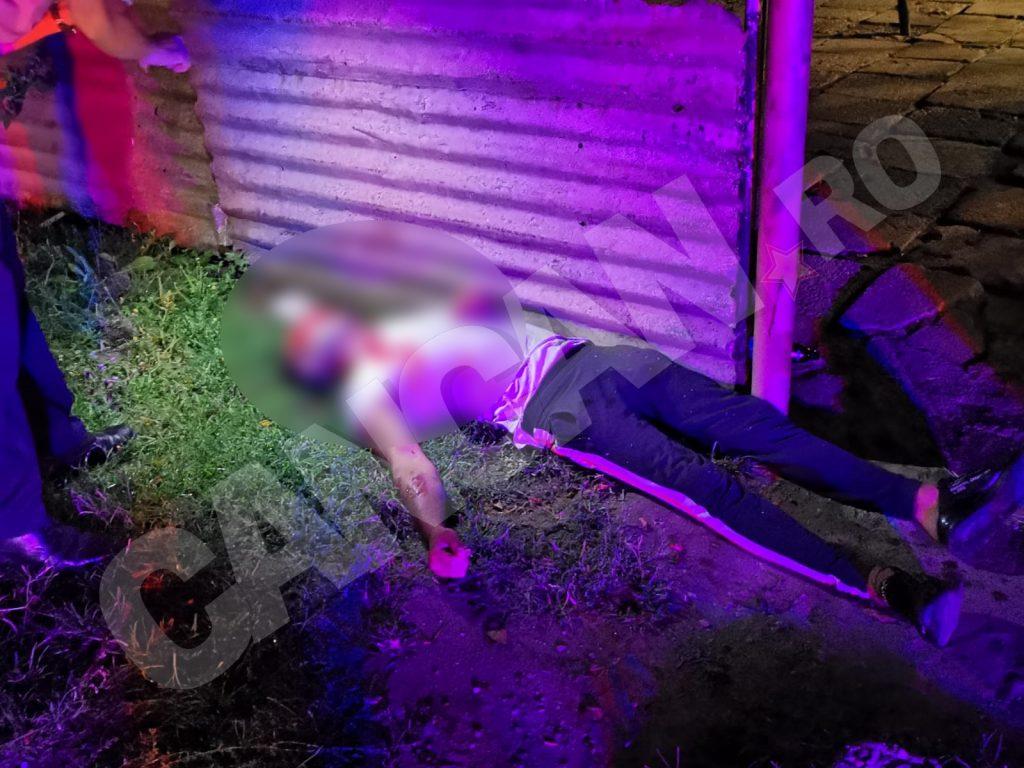 Victima a murit pe loc, după ce a fost împușcată în gât și în cap