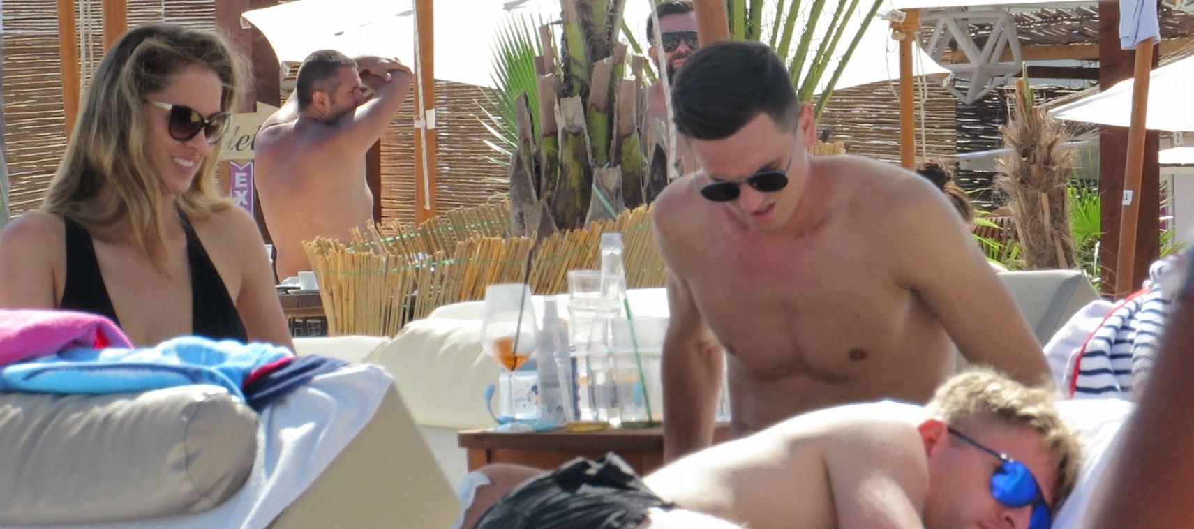 Gardoș și soția lui s-au relaxat pe plajă, la Mamaia