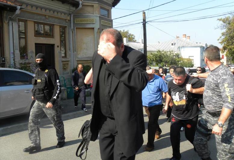Imagini din timpul arestărilor. DIICOT a destructurat gruparea de proxeneți în 2014