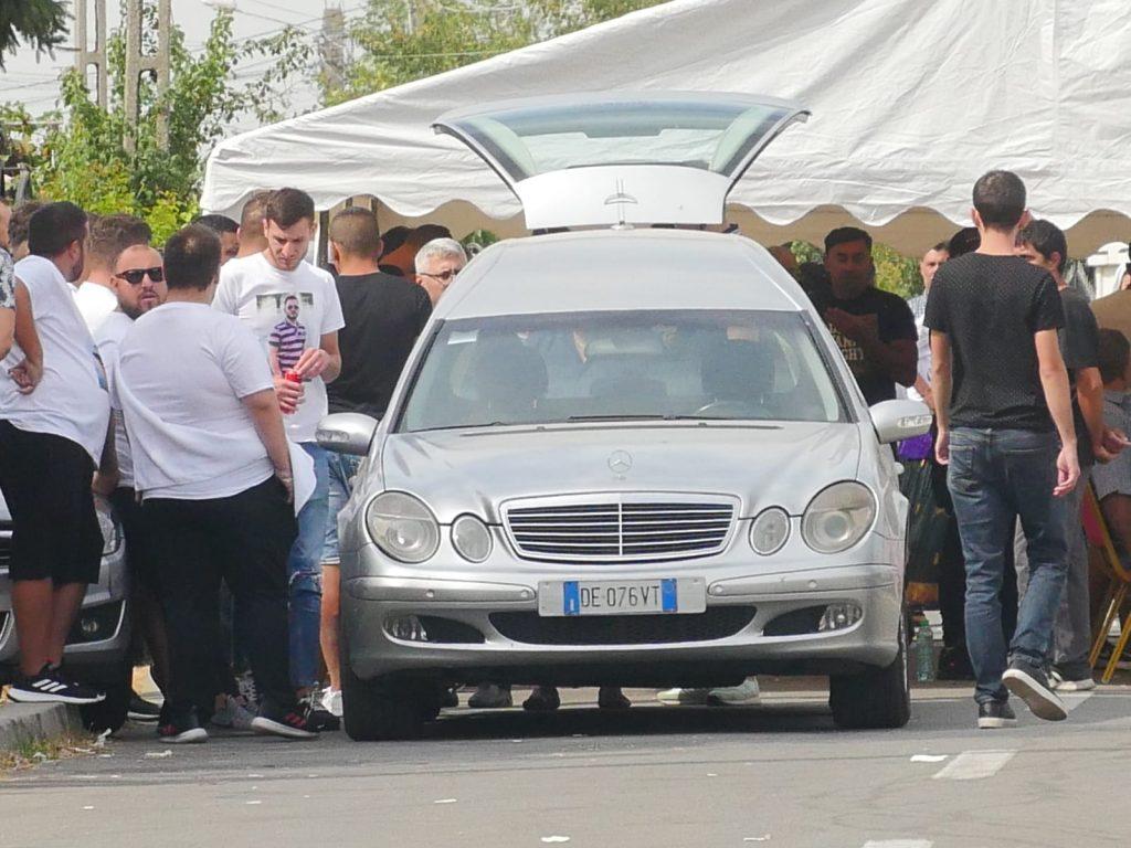 Imagine surprinsă cu câteva ore înainte de slujba de înmormântare a lui Dany Vicol © CANCAN.RO