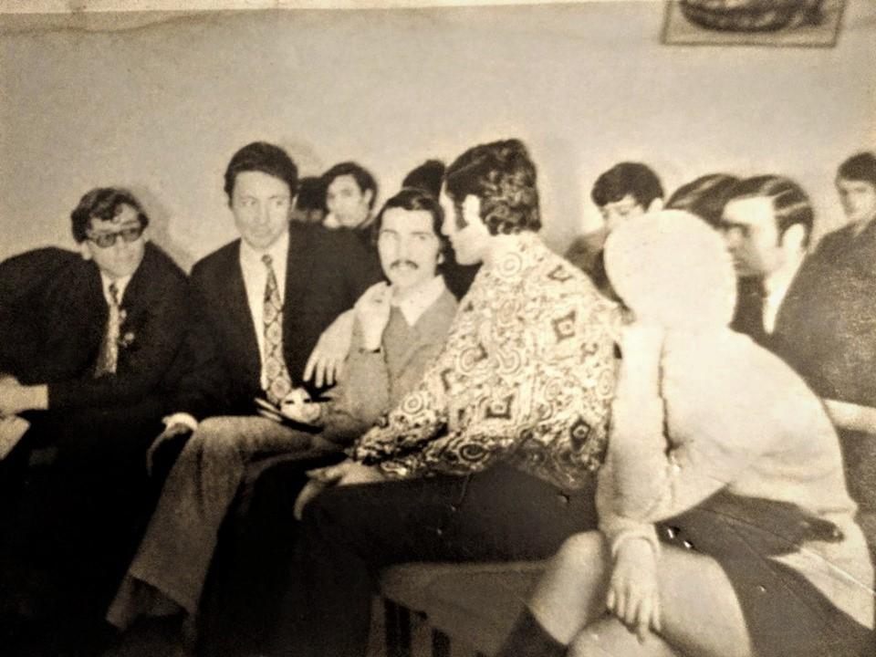 """Florin-silviu Ursulescu & Sandu Grosu, la audițiile """"Phonic Club"""" din Galați 1971 © Facebook"""