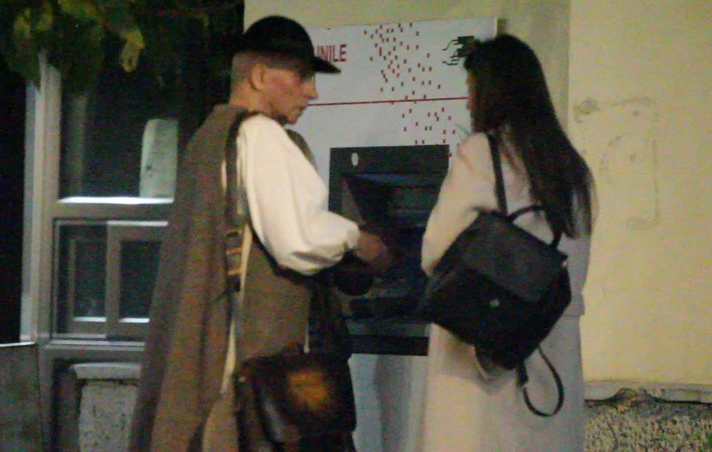 Grigore Leșe și tinerica au avut de rezolvat o problemă financiară