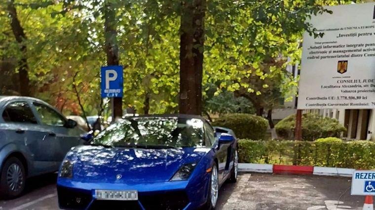 Zilele trecute, nora lui Liviu Dragnea și-a parcat noul Lamborghini pe locul destinat persoanelor cu handicap, la CJ Teleorman © liberinteleorman.ro