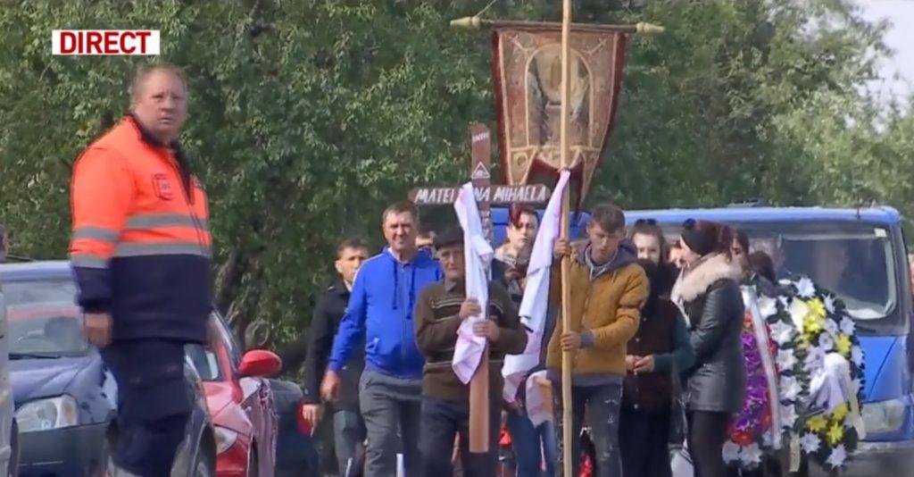 Scene cutremurătoare astăzi, la înmormântarea celor 8 victime ale carnagiului din Ialomița © captură video Antena 3