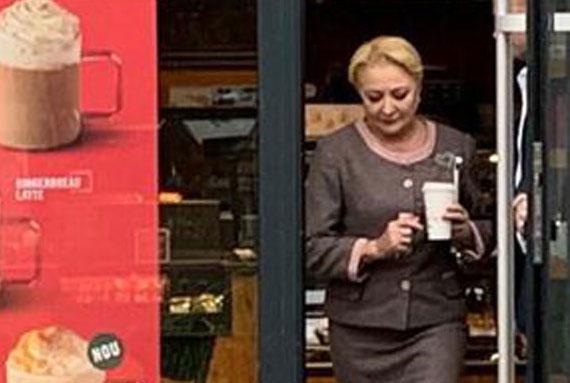 EXCLUSIV. Gestul neasteptat facut azi de Viorica Dancila la un restaurant Starbucks din Bucuresti
