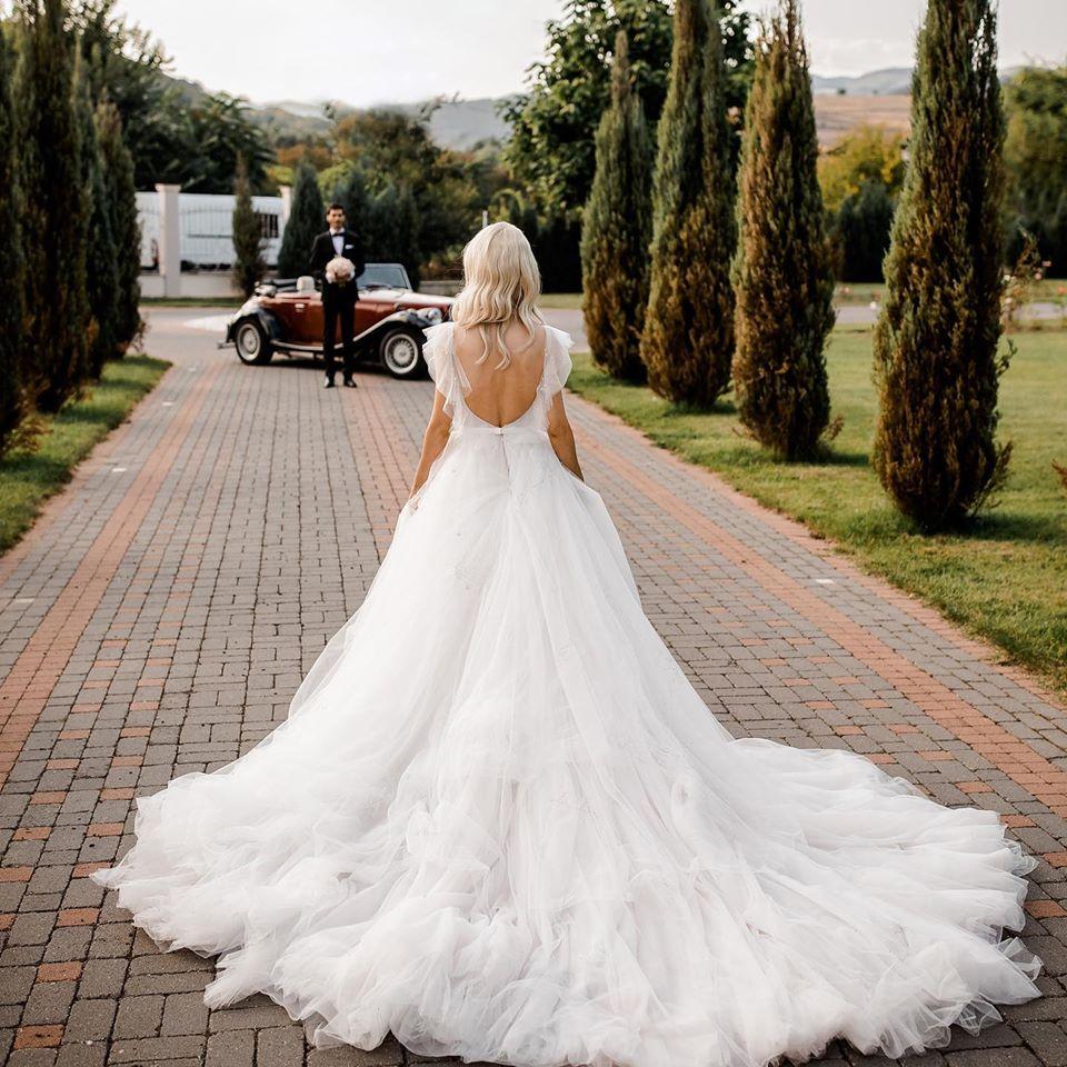 Andreea Bălan, într-una dintre rochiile de mireasă purtate în ziua nunții cu George Burcea © Facebook
