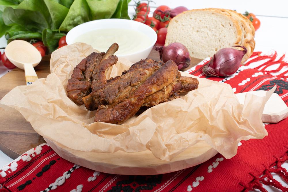 Jumari de porc preparate din coaste de porc prajite