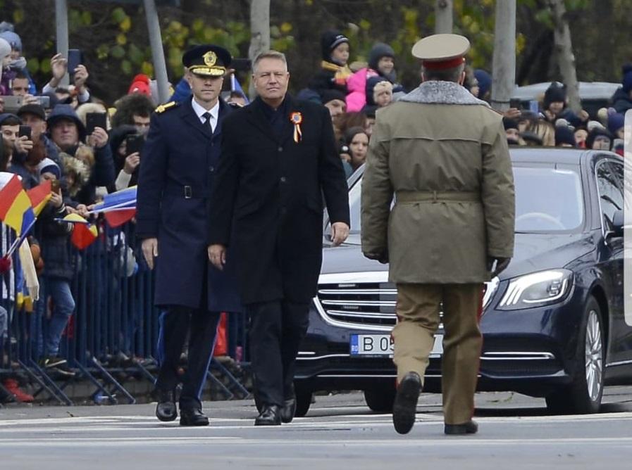 Președintele României a venit fără Prima Doamnă la parada militară de 1 Decembrie din București © CANCAN.RO
