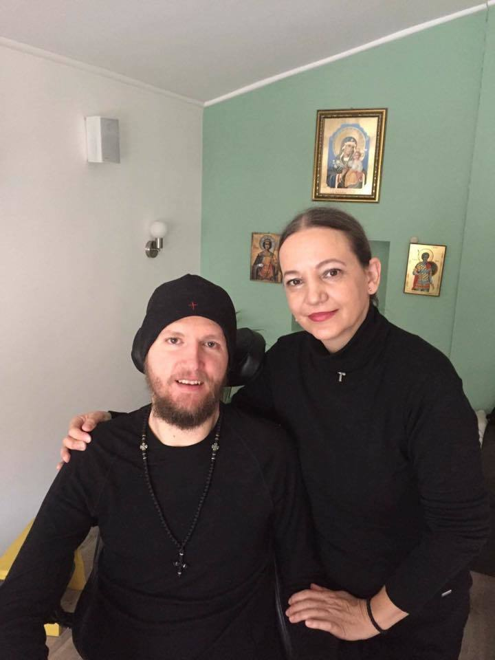 Mihăiţă Neşu şi sora lui, Daniela, în ziua în care ex-fotbalistul a împlinit 34 de ani.
