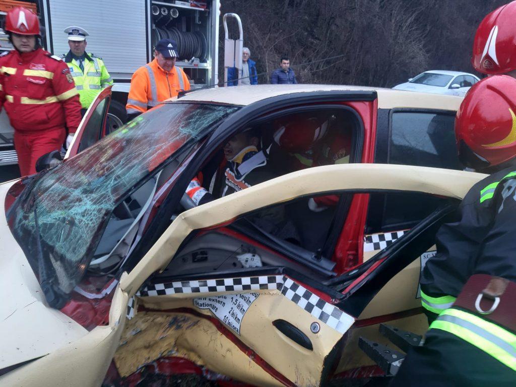 Polițiștii au decis să încidă circulația între Reșița și Bocșa în urma teribilului accident produs în această dimineață