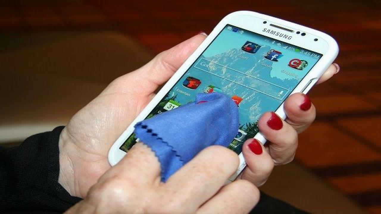 Cum ne dezinfectăm corect telefoanele mobile, ca măsură preventivă ...