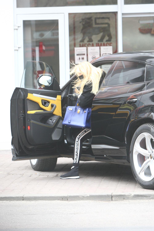 Maya Marcu conduce un Lamborghini Urus de 350.000 de euro