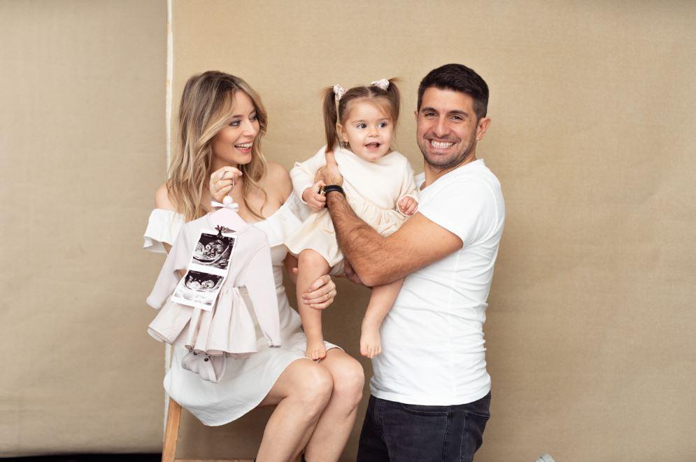 Laura Cosoi a anunțat astăzi că este însărcinată și că va avea încă o fetiță © lauracosoi.ro