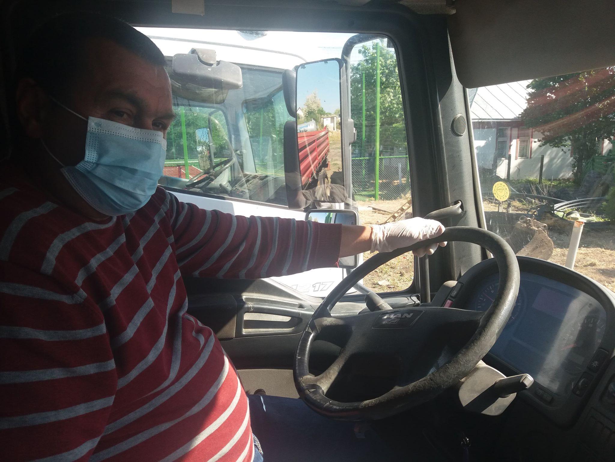 Viceprimarul din Deveselu conduce și mașina de gunoi