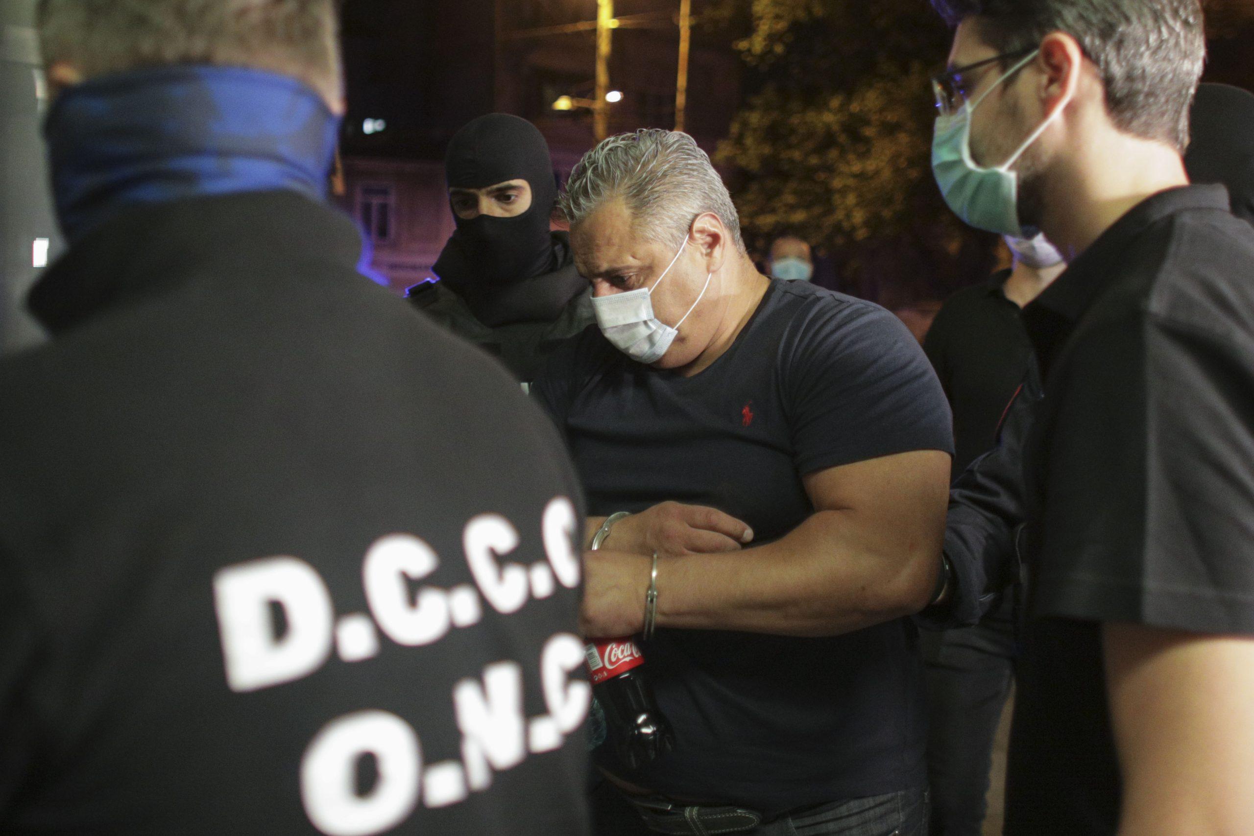 Principalul suspect, încadrat de polițiști (Foto: INQUAM PHOTOS/Octav Ganea)