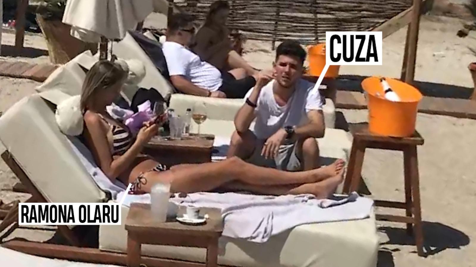 Ramona și Cuza s-au lăsați răsfățați de soare, pe plaja din Mamaia
