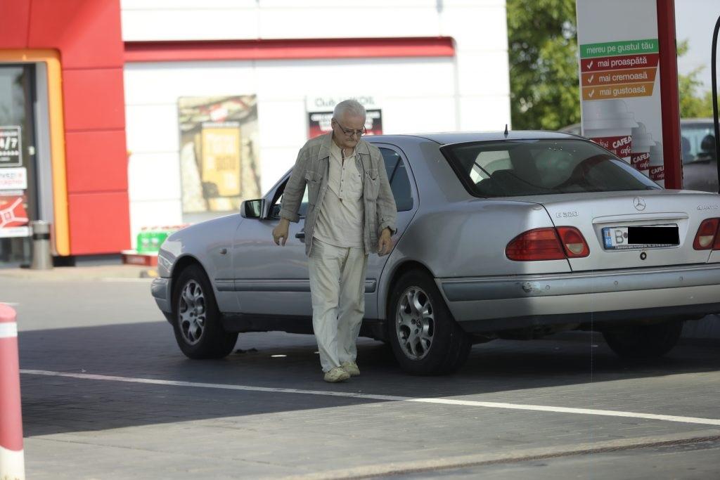 Irinel Columbeanu a tras la o benzinărie, în drumul spre Cosmopolis, unde locuiește cu chirie