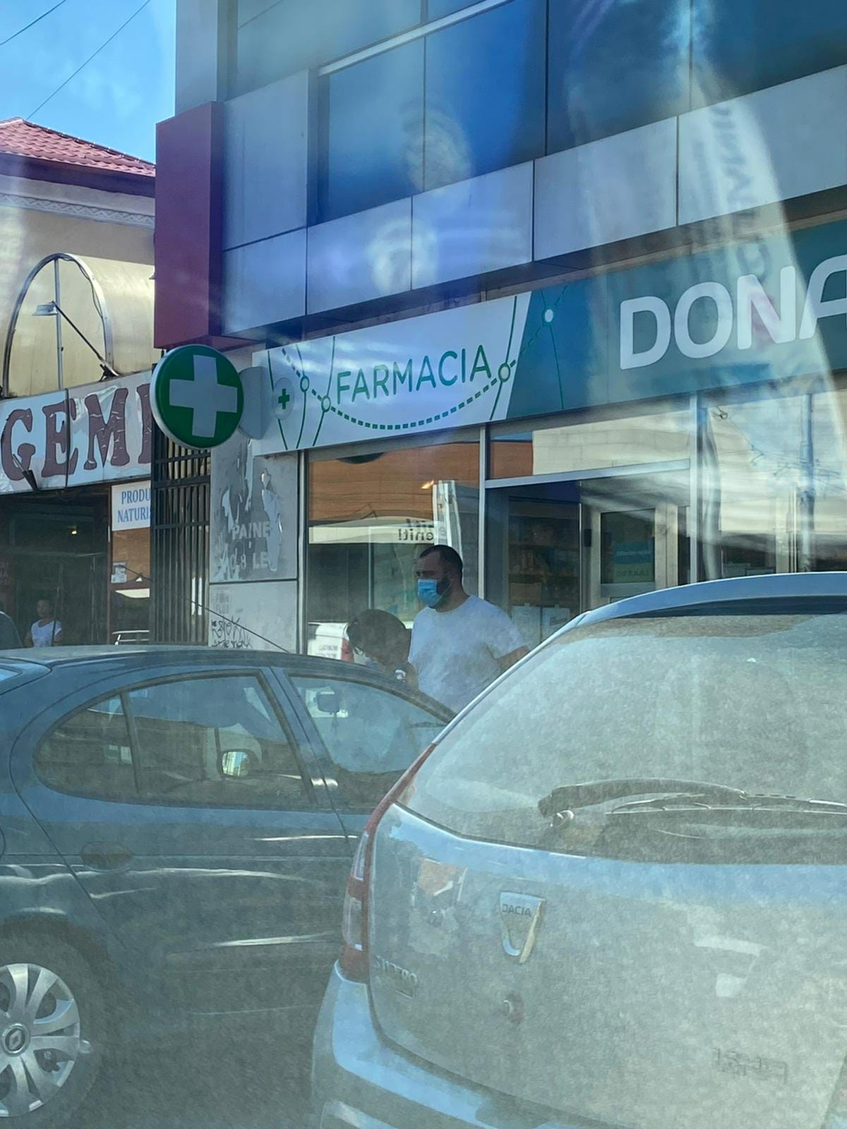 Șoferul Gabrielei Firea a oprit la o farmacie, de unde i-a adus medicamente primarului general