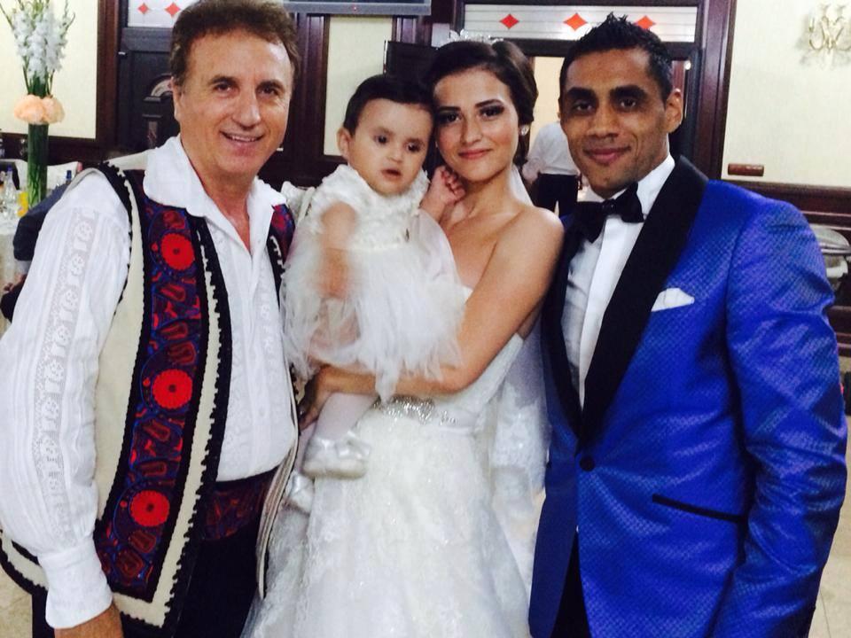 Bănel Nicoliță și fosta soție, Cristina, au două fiice împreună. Ei au făcut nunta în 2014, iar aceasta este una dintre pozele de album din ziua în care și-au unit destinele în fața Lui Dumnezeu © Facebook
