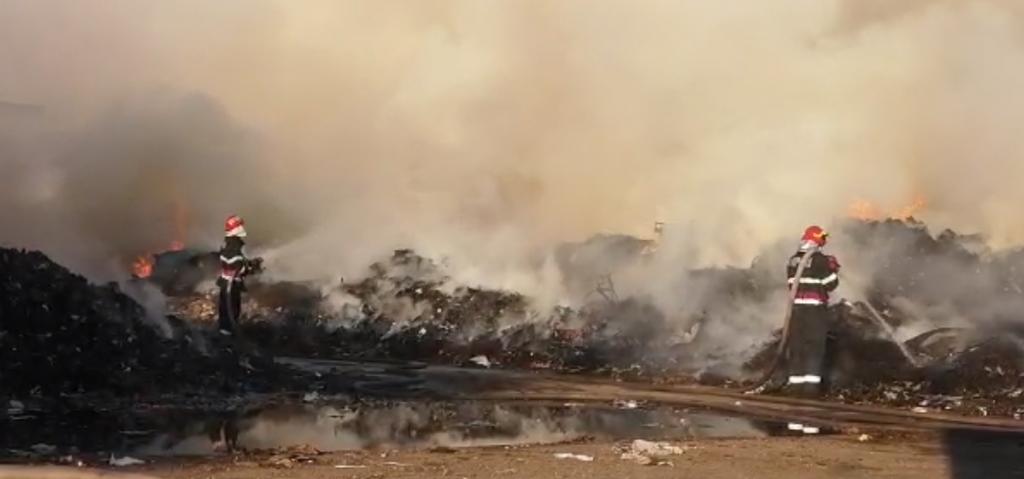 VIDEO! Incendiu puternic la trei case in Chitila  |Incendiu Chitila