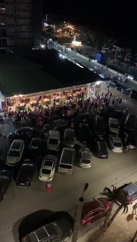 Vali Vijelie, amendat de polițiștii care i-au întrerupt concertul de azi-noapte din zona Mamaia Sat © ziuaconstanta.ro