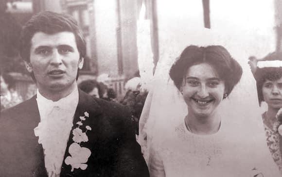 Maria și Marin Barbu, poză de album din ziua nunții lor. Pe 7 septembrie, ei au aniversat 40 de ani de când s-au căsătorit © Facebook