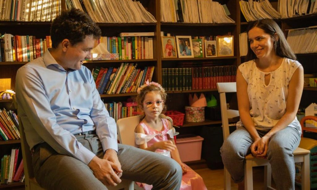 Pe mama sa, bunici, rude și prietenii apropiați, soția lui Nicușor Dan îi vizitează ori de câte ori are ocazia.