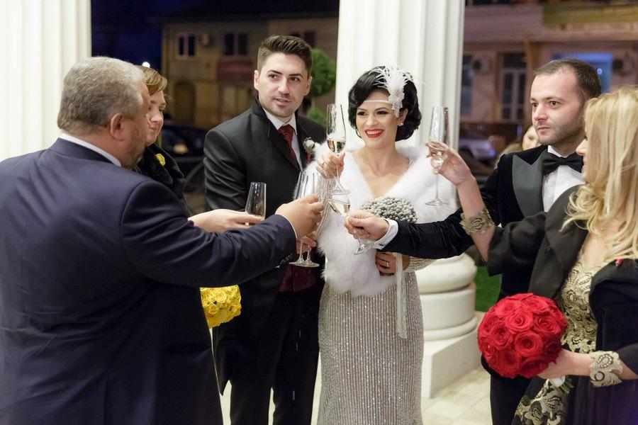 Cântăreața Olguța Berbec și saxofonistul Remus Novac, în ziua nunții lor. Mihai Morar și frumoasa lui soție le-au fost alături celor doi artiști