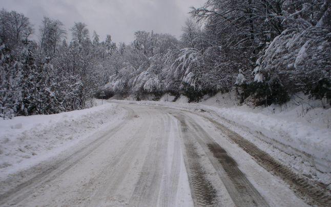 Iarna își face simțită prezența. Mai multe drumuri din țară au fost acoperite de zăpadă