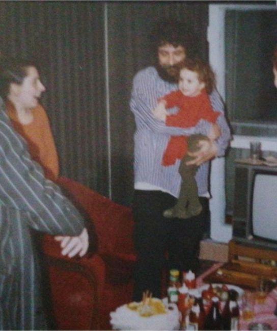 Lucian Ionescu, alături de fiica sa când era mică © Facebook