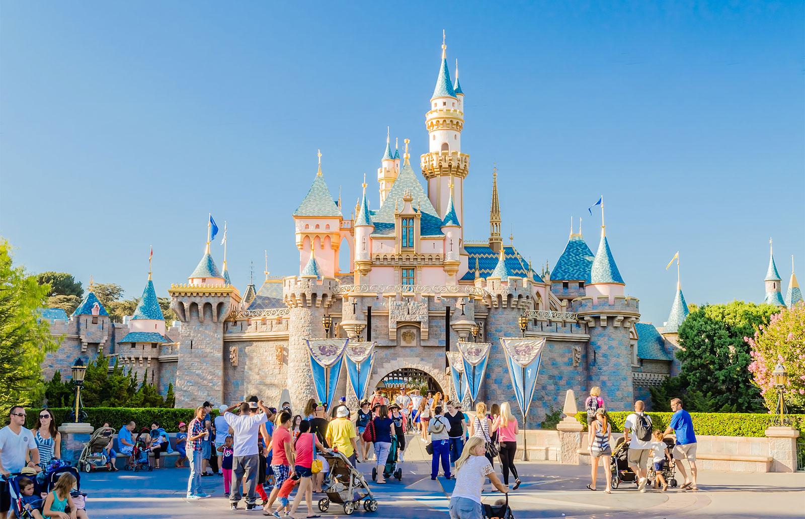 """Disneyland a fost transformat într-un centru uriaș de vaccinarea anti-COVID! """"Va găzdui primul supercentru de vaccinare"""" - Cancan.ro"""