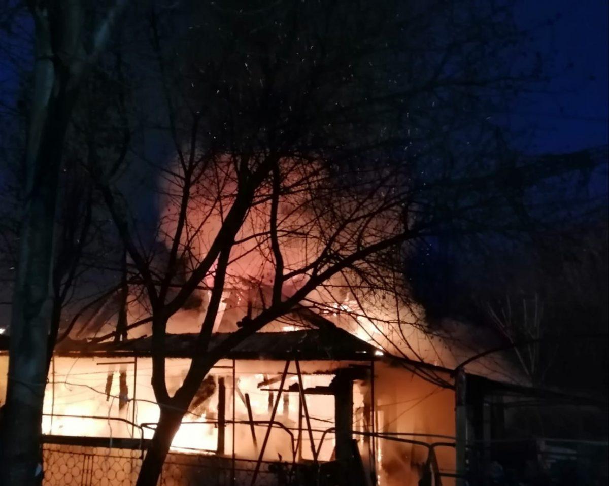Incendiu devastator la o biserică din Suceava! A fost nevoie de intervenția a zece echipaje de pompieri