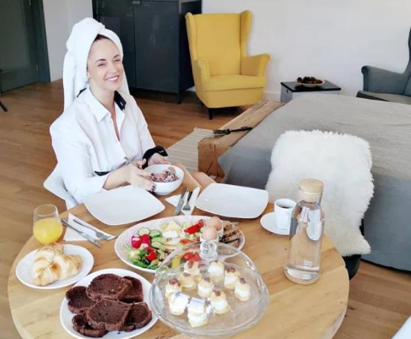 Andreea Marin luptă cu kilogramele. Prezentatoarea are o rețetă de dietă și pentru pâine… - Cancan.ro