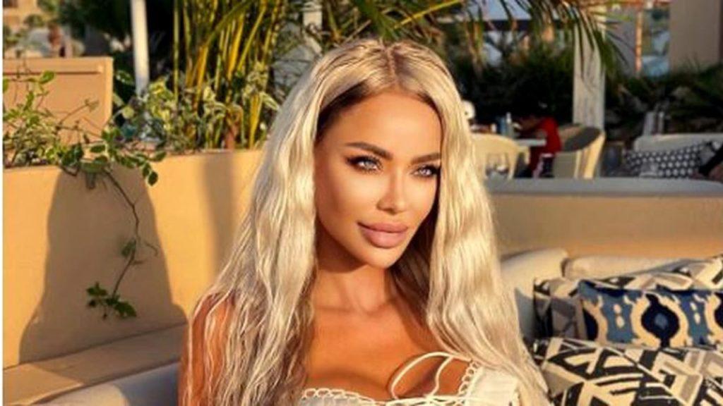 Bianca Drăgușanu, apariție de senzație în Maldive! S-a afișat cu un decolteu adânc și cu sânii pe jumătate afară
