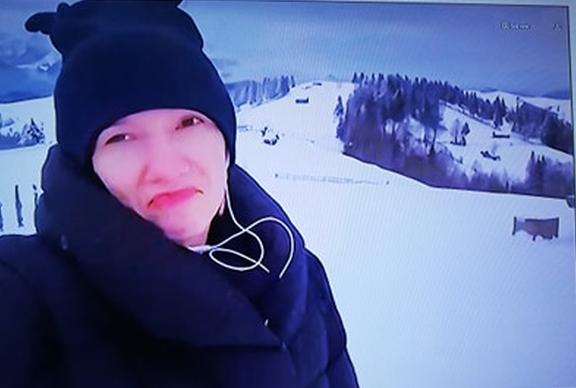 """Lora s-a tăvălit de râs când a văzut-o pe Adela Popescu pe sanie, pe derdeluș: """"Leșin!"""" - Cancan.ro"""