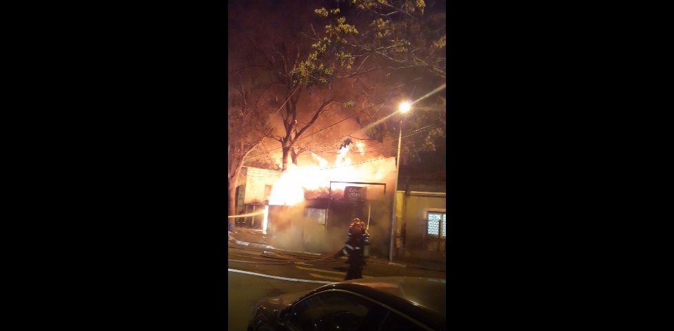 Incident în Capitală. Un Pub din Sectorul 3 a luat foc! Proprietarul, rănit de flăcări