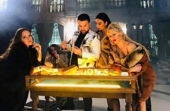 """Continuă scandalul în lumea maneliștilor! Soția lui Tzancă Uraganul, atac fără precedent la vloggerițe: """"Nu le-am văzut o dată să se spele!"""" - Cancan.ro"""